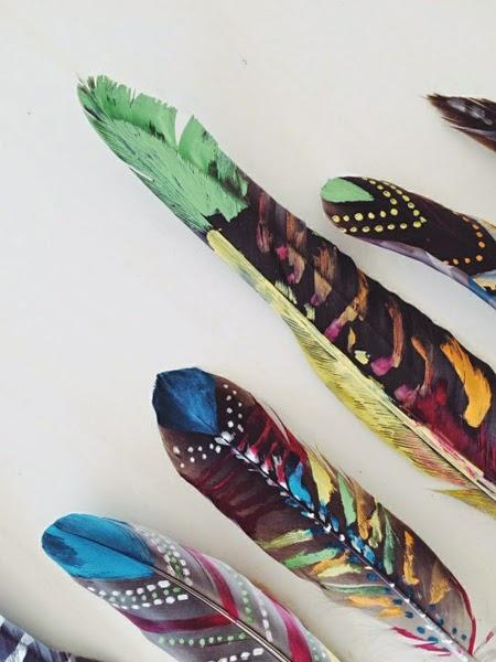 Pomalowane pióra DIY