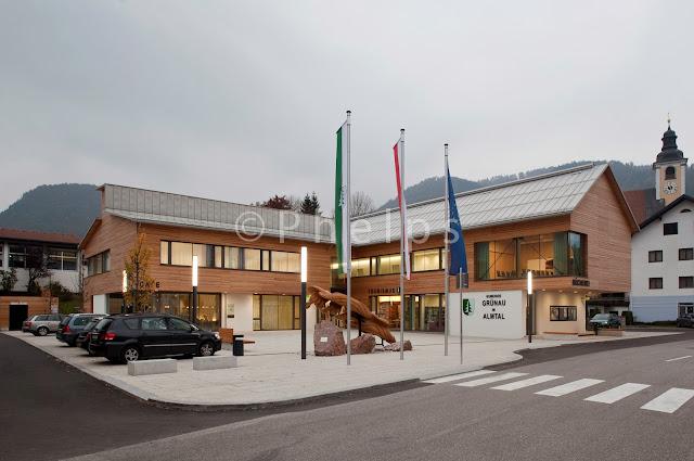 Gemeindezentrum Grünau - Arch. Kienesberger-Schröckenfuchs - Foto Andrew Phelps