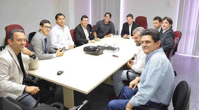 http://www.blogdofelipeandrade.com.br/2015/07/liderancas-goianenses-se-reuniram-com.html