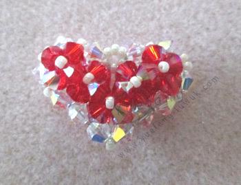 Beaded_heart_pendant_inspired_by_Beadifulnights