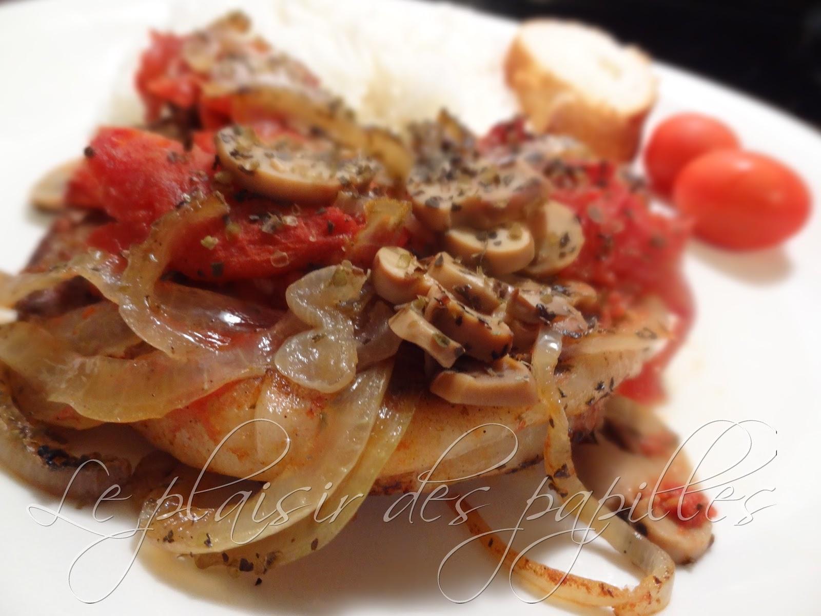 Le plaisir des papilles c telettes de porc aux tomates et l 39 oignon - Cotelette de porc coupe hotel ...