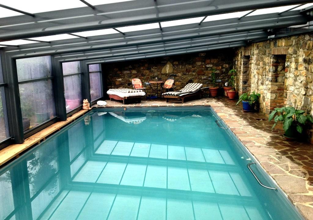 Jardines que me gustan una piscina con cubierta en el jard n - Casa rural con piscina cubierta ...