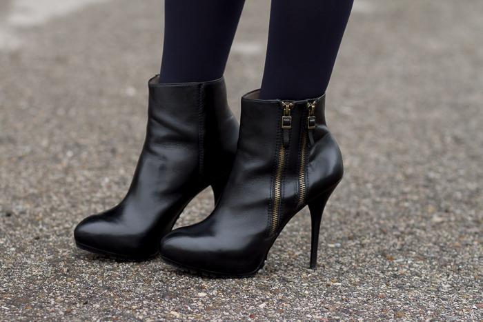 Botines de cuero negro con cremalleras tacón de aguja y plataforma de Uterqüe Blogger adicta a los zapatos withorwithoutshoes