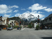 The one sunny day sure shows why so many people come to Banff. (img )