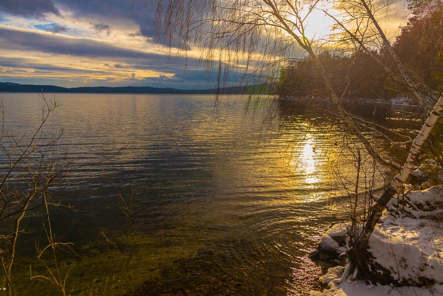 Легкая прогулка вокруг озера.