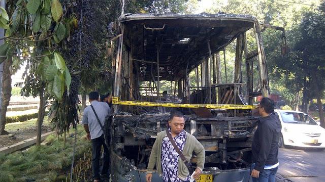 Bus Transjakarta di Jl Latuharhary, Menteng Terbakar
