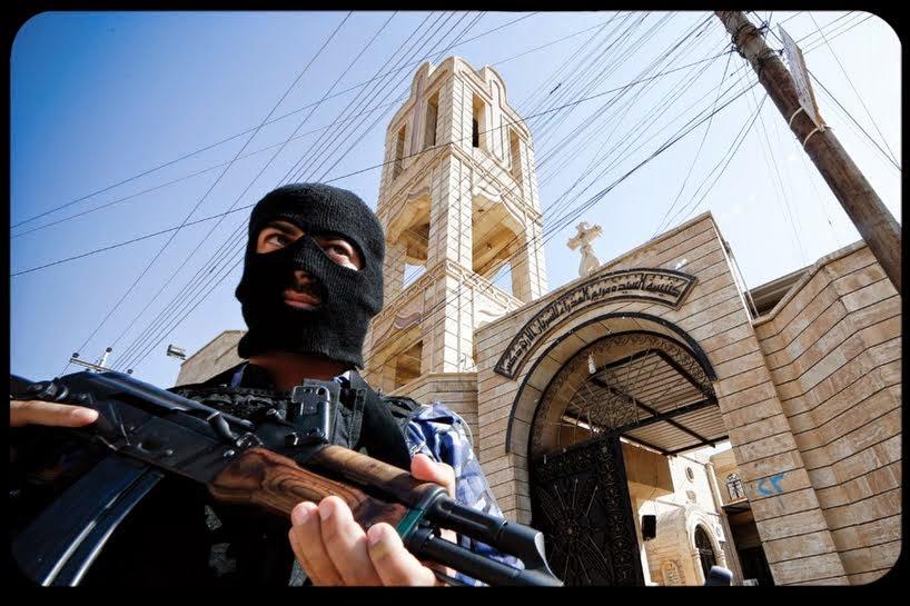 """NO IRAQUE - TERRORISTAS MARCAM AS CASAS DE CRISTÃOS COM A LETRA """"N"""""""