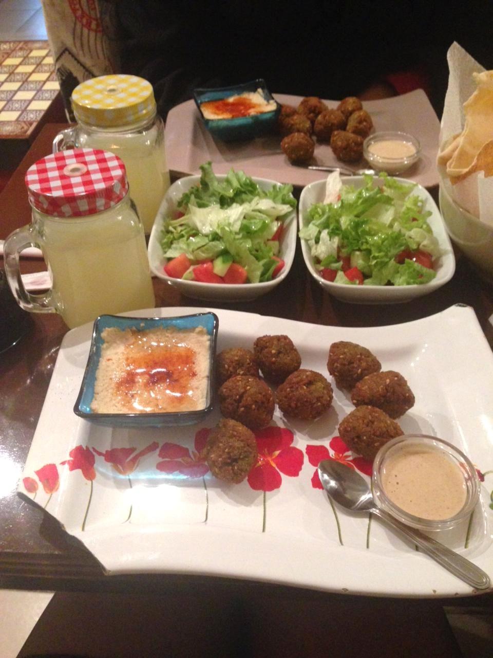 falafel menü ve ev yapımı limonata...anne yemeği lezzetinde