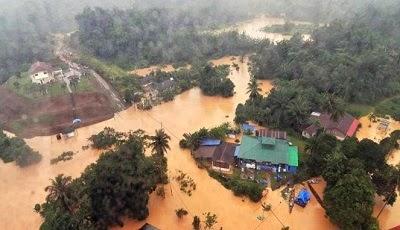 Bantuan Pek Makanan Kepada Mangsa Banjir
