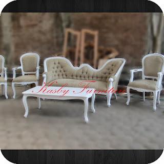 Set Sofa kursi Dekor Pernikahan  dengan harga jual  yang tidak  mahal kwalitas bagus. di buat dengan  material kayu mahoni dan finishing yang berkualitas, furniture   ini terlihat klasik tapi berkesan  mewah dan elegant sangat cocok di tempatkan di ruang tamu anda . Sofa yang kami sediakan bervariabel dari yang jenis ukiran, bahan kayu jati maupun mahoni , gaya klasik / minimalis dan pilihan bahan kain dan warna. Untuk melihat model yang lain untuk perlengkapan dekorasi , silahkan anda lihat detail disini. Jika hanya mencari Model Sofa saja silhkan buka disini.