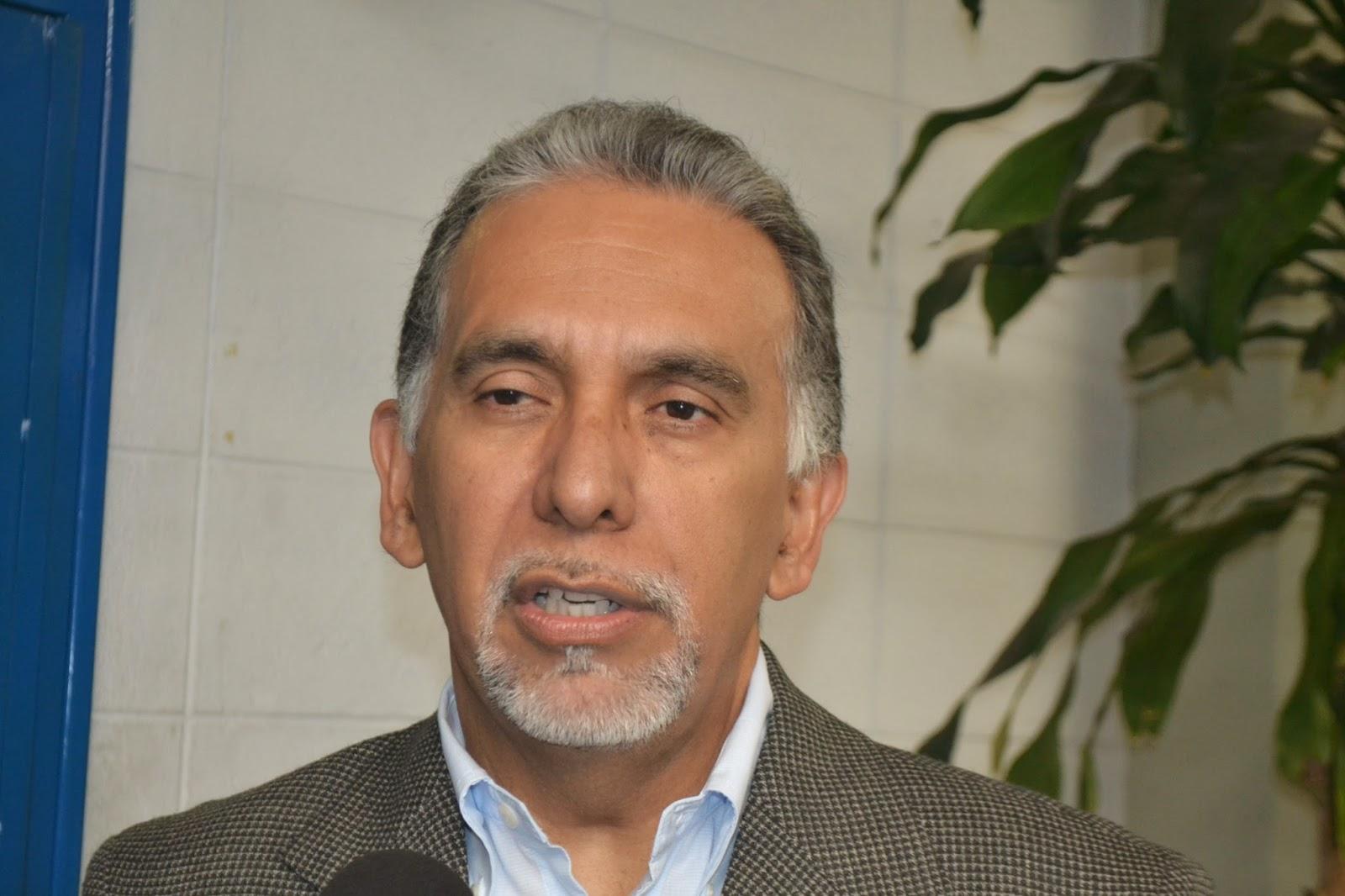 Profesor Víctor García, coordinador Comisión Central de los Cursos Intensivos. (Foto: Cortesía Jesús Rojas)