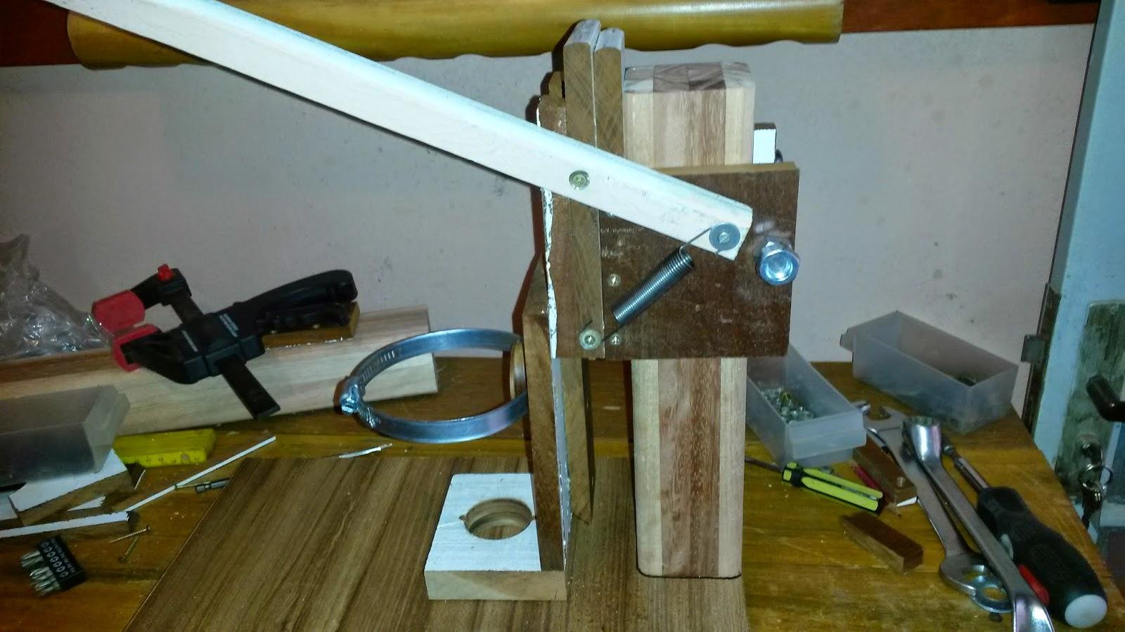 utilizado menos madeira para deixar o conjunto mais leve e a forma de  #5D4B1C 1600x900