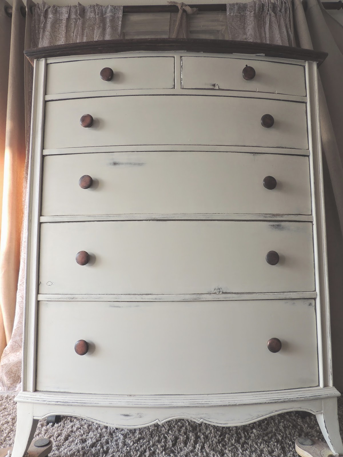 Cream chalk painted dresser using LE CHALK chalk paint powder
