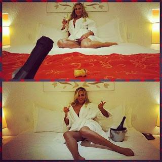 """Não é a primeira vez que a modelo mostra um momento de """"relax"""". Recentemente, ela usou seu perfil no Instagram para mostrar seu banho. """"Dica de beleza: Em um final de dia estressante, fazer um banho relaxante me faz bem"""", disse ela, escondendo as partes íntimas com espuma."""