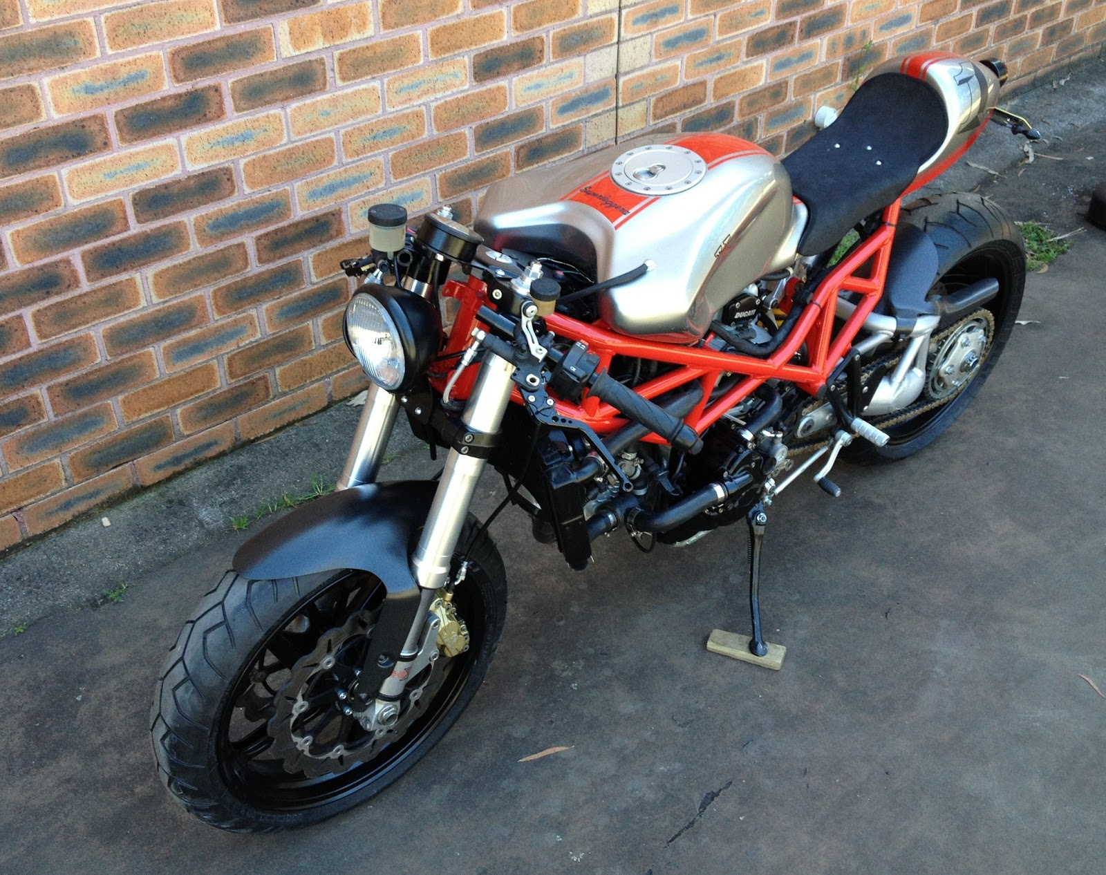 Radical Ducati S.L.: TT 900: front and rear