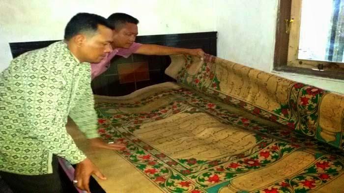 Ajaib! Alquran Raksasa Berbau Wangi Jatuh di Lokasi Lumpur Sidoarjo