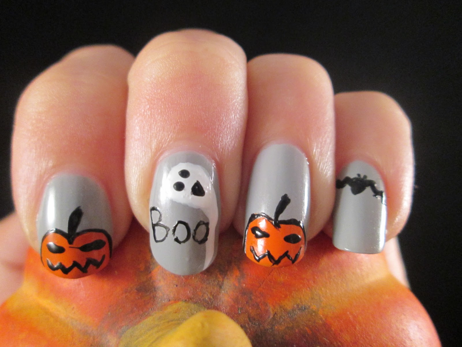 PiggieLuv: Halloween nail art - with rats!