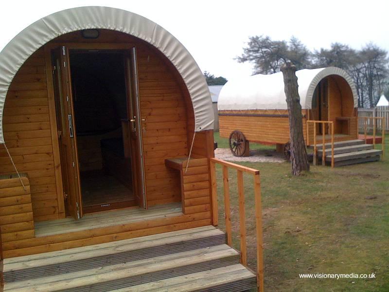Arquitectura de casas cabinas cil ndricas de madera para for Cabanas para jardin