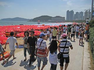 praia lotada chineses