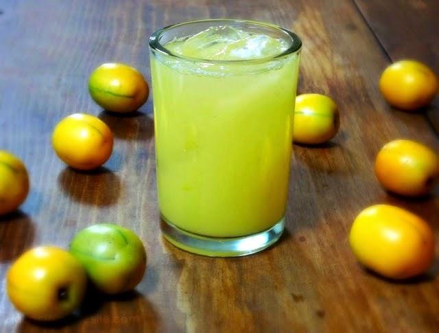 Agua Fresca de Ciruela Amarilla (Yellow Plum Cooler) - lacocinadeleslie.com