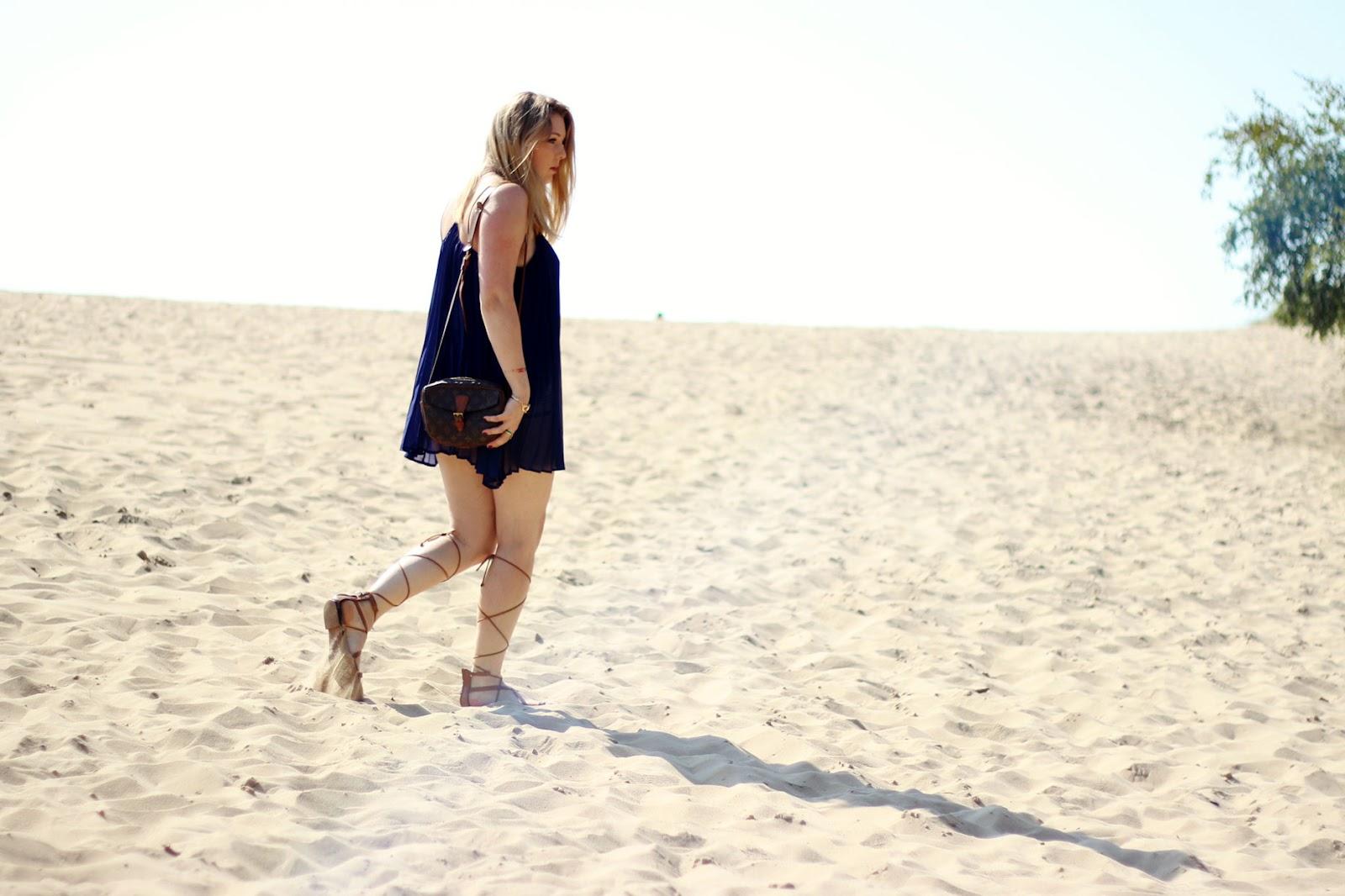 Louis Vuitton, Bag, Tasche, vintage, Strand, Plisseekleid, Schnürsandalen, Römersandalen, Lace sandals, Dünen