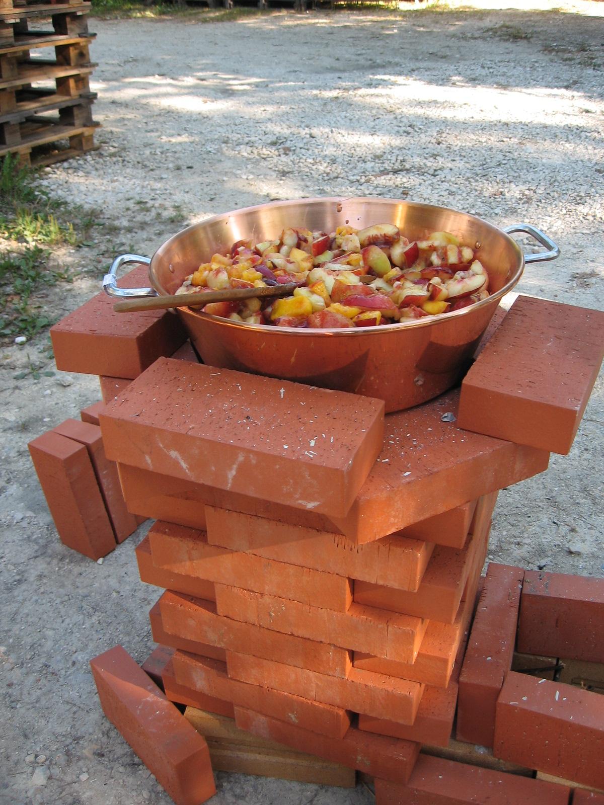 dr le de terre pour un potager confiture au feu de bois. Black Bedroom Furniture Sets. Home Design Ideas