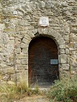 Detall del portal d'entrada de l'església de Sant Julià d'Úixols