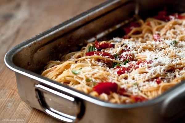 weltbeste Spaghetti mit Tomaten und Knoblauch geschmort