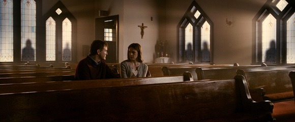 Joe Chrest e Ashley Bell em O ÚLTIMO EXORCISMO: PARTE II (The Last Exorcism: Part II)