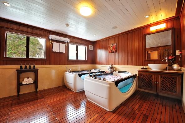 Jacuzzi - Paradise Luxury Cruise