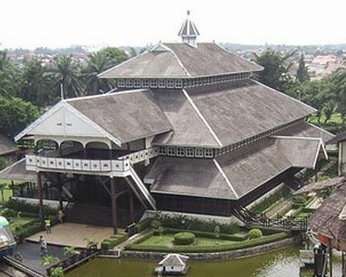 Rumah Adat Istana Kesultanan Pontianak