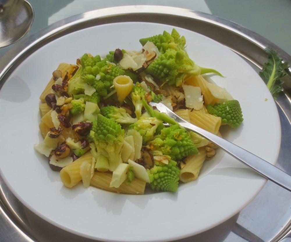 Pasta mit Romanesco in Haselnussbutter