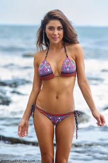 صور مثيرة و ساخنة و رائعة لـ عارضة الأزياء ارياني سيليست بملابس البحر
