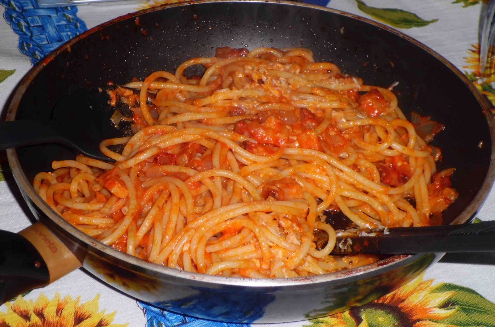 Pandora's Cooking: BUCATINI ALL'AMATRICIANA/AMATRICIANA BUCATINI