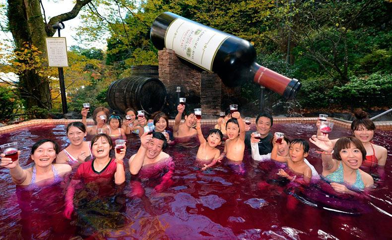 Este spa japonés demuestra que el café, el vino, el té verde, y el sake no son sólo para beber