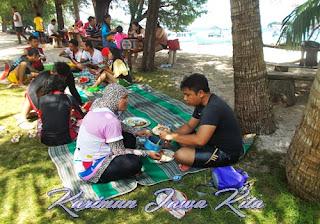 makan di pulau tengah karimunjawa