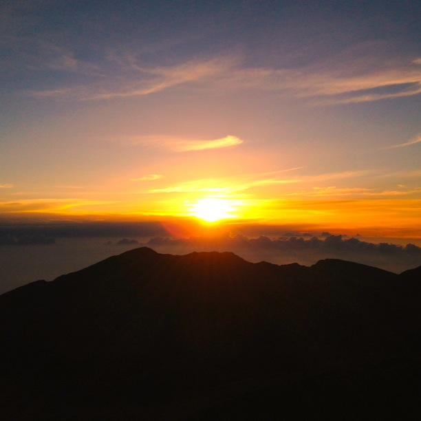 Haleakala Sunset Maui | www.floralsandplaid.com