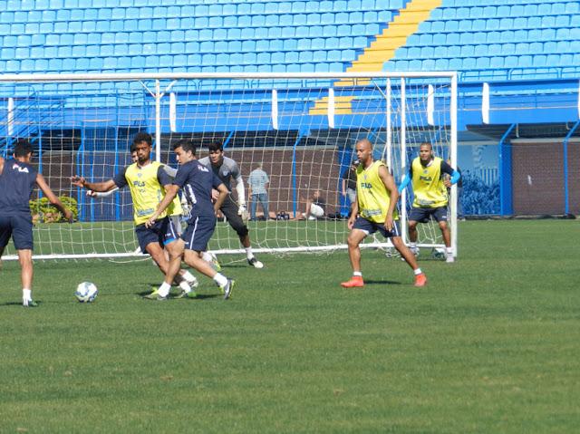 Equipe catarinense luta com os vários desfalques, e aguarda retorno de jogadores experientes do elenco (Foto:André Palma Ribeiro/Avaí FC)