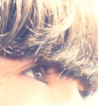 Tu mirada me hace grande.