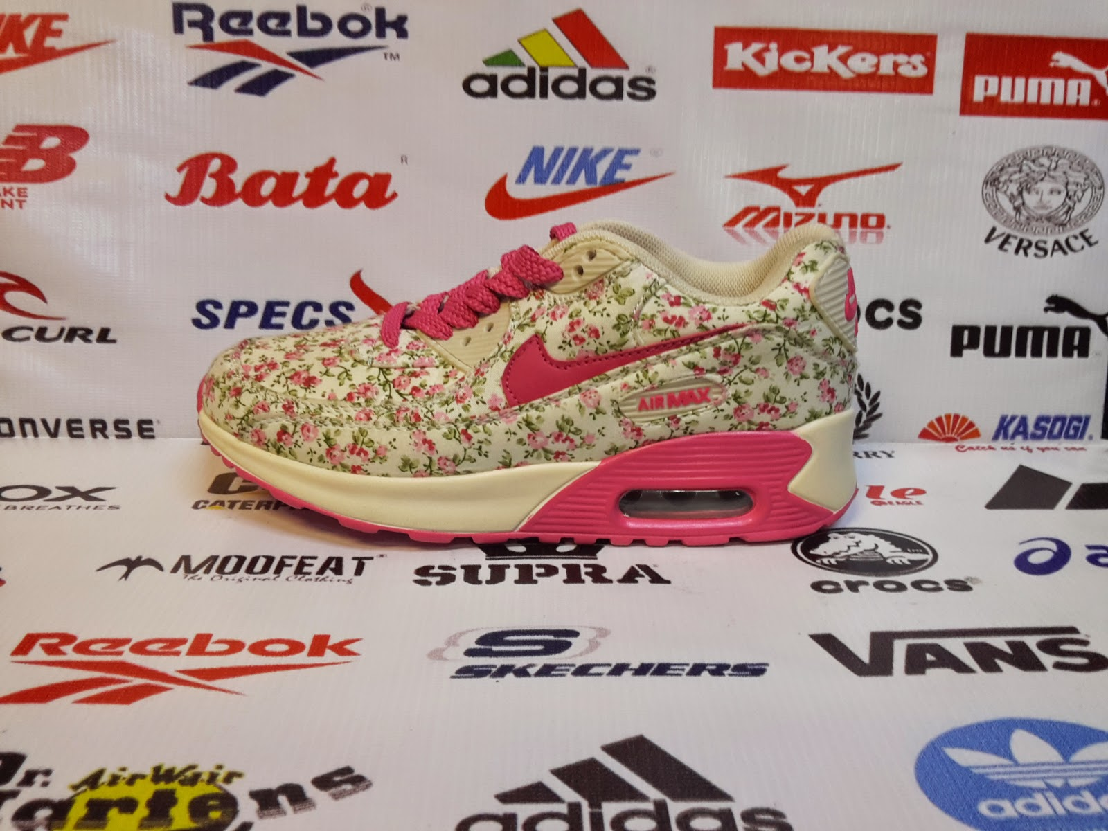 Sepatu Nike Air Max Motif Bunga Yang Keren