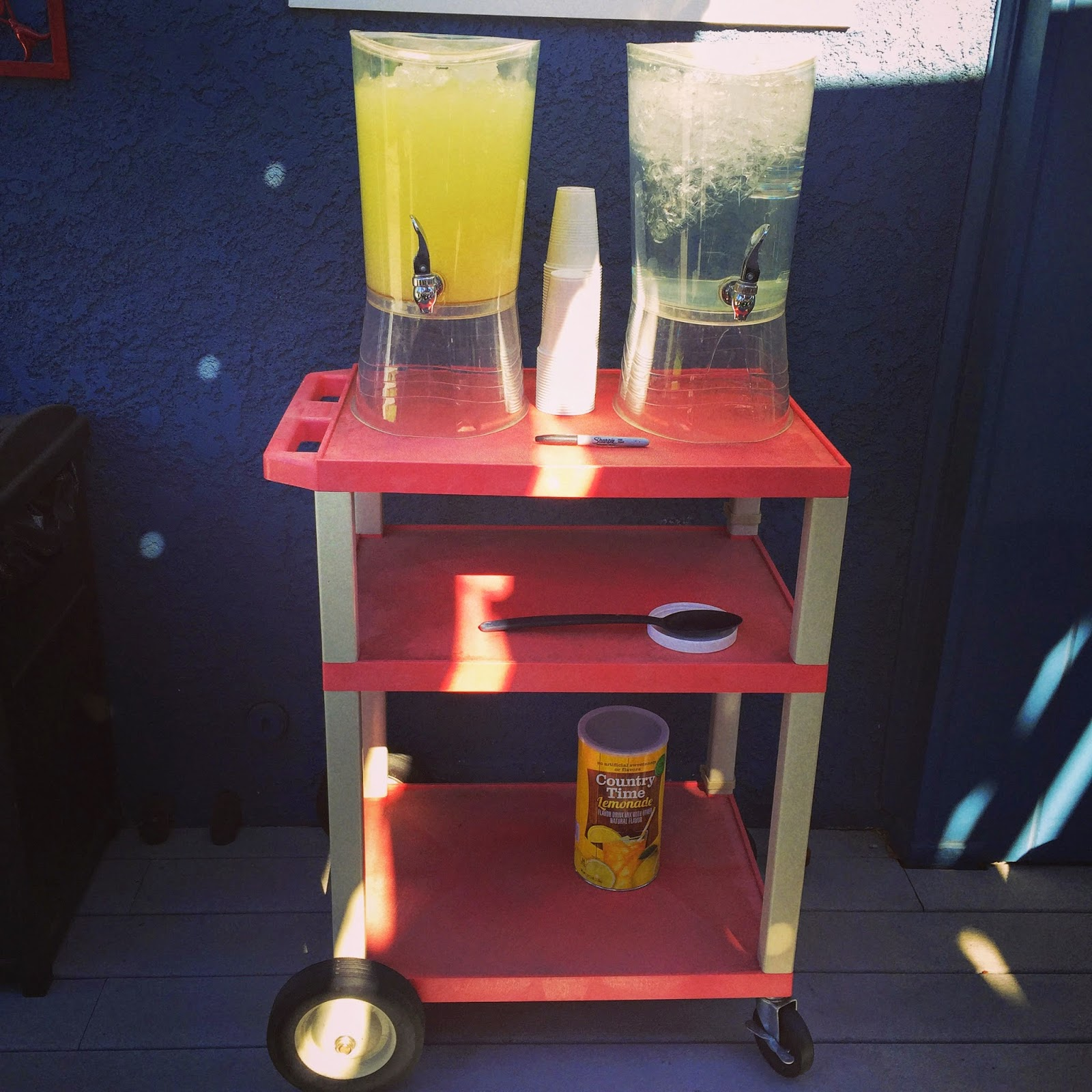 Projector cart for an outdoor bar cart :: OrganizingMadeFun.com