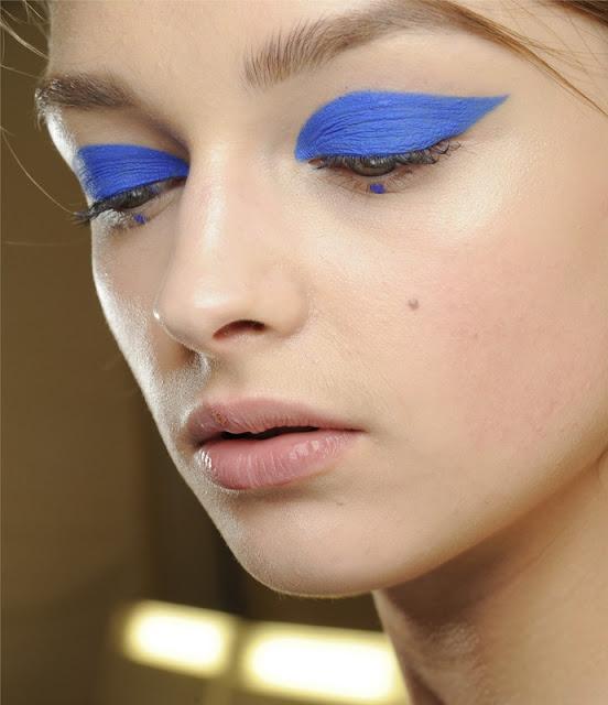 maquillage point sous l'oeil