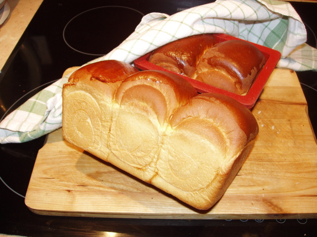 Chleb wyjęty z formy