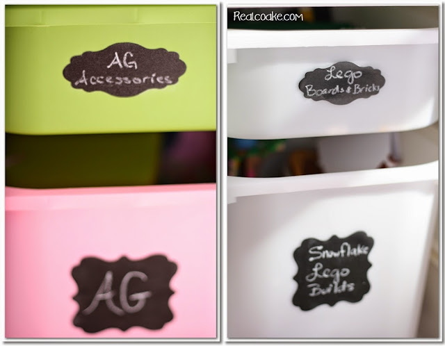 An organized playroom using chalkboard labels to help toy storage stay organized. #Organizing #Playroom #Chalkboard