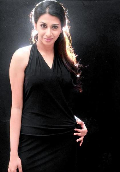 gayatri iyer hot photoshoot