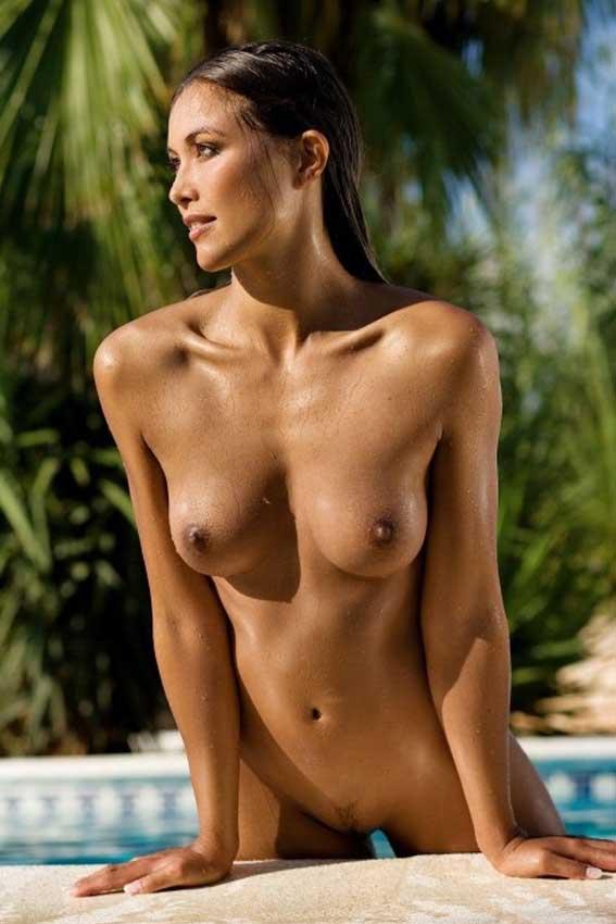 Chicas Desnudas Y Jovencitas Ehibicionistas Desnuda En La Piscina