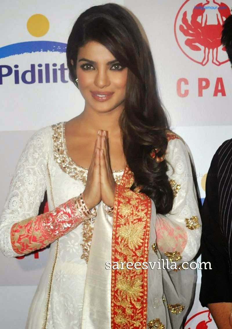 Priyanka Chopra Stirght Hairstyle