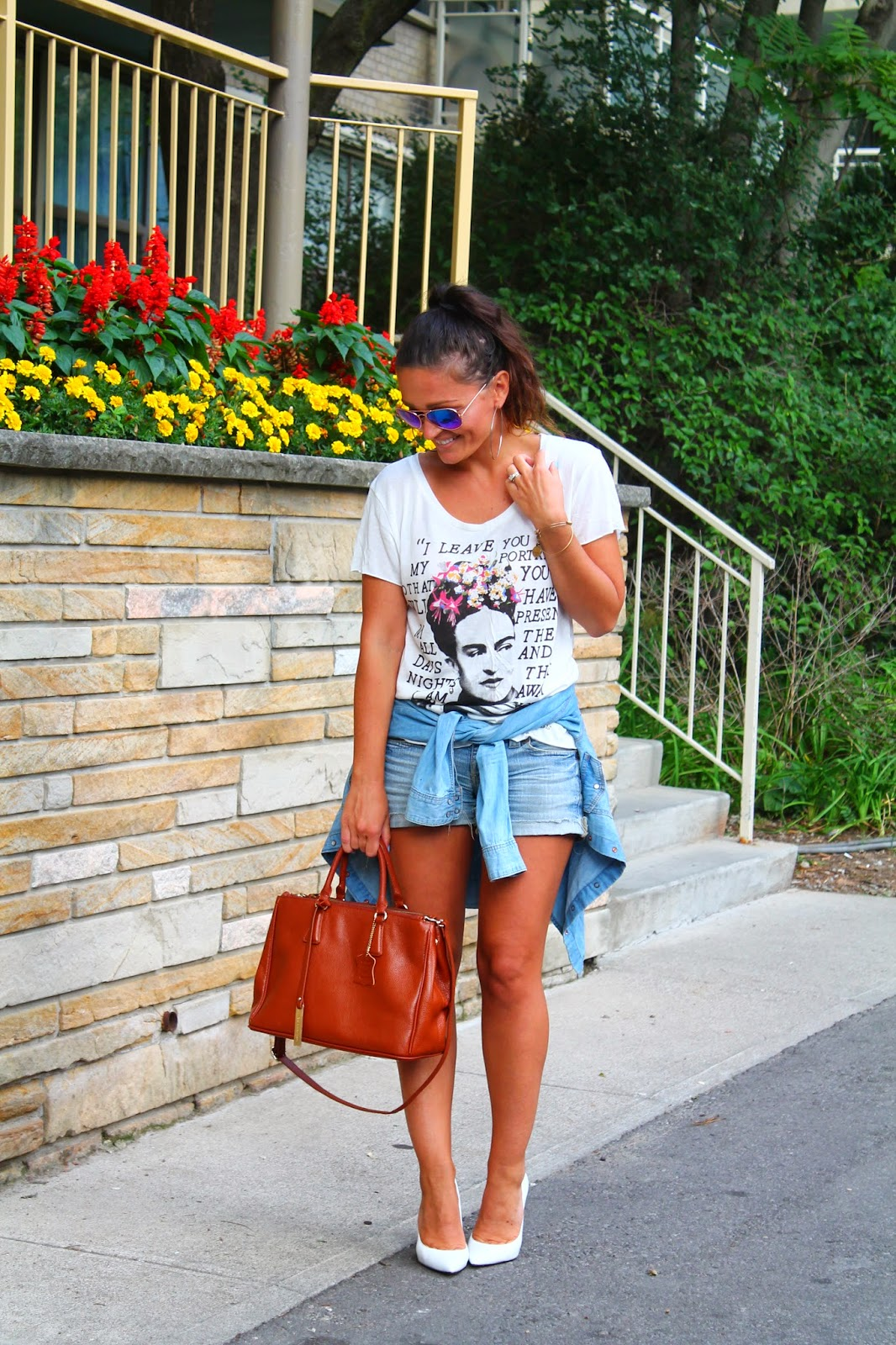 Quote t-shirt, denim shorts, white pumps, canadian fashion blogger, blogerke, bele salonke, DIY shorts, toronto street style