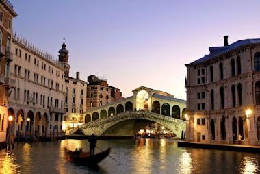 Um passeio por Veneza de gôndola