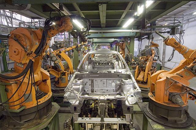 Robot trong hệ thống sản xuất xe hơi